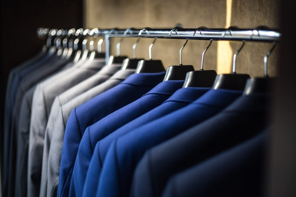 pack wardrobe with upload moving systems